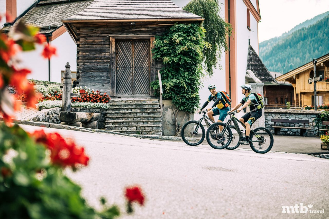 Kultur Alpbachtal Architektur Holz Mountainbike