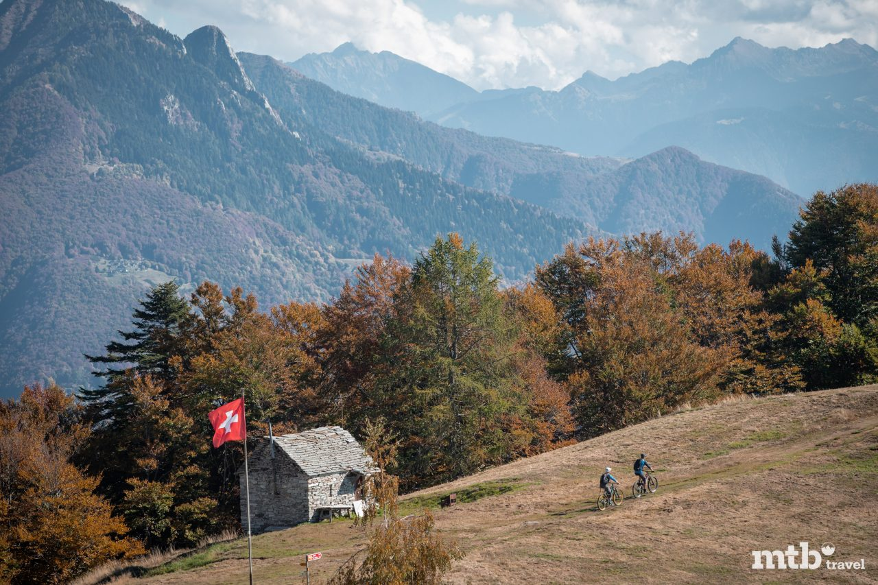 Tessin Mountainbike Tour Cardada Bike Steinhäuser typisch