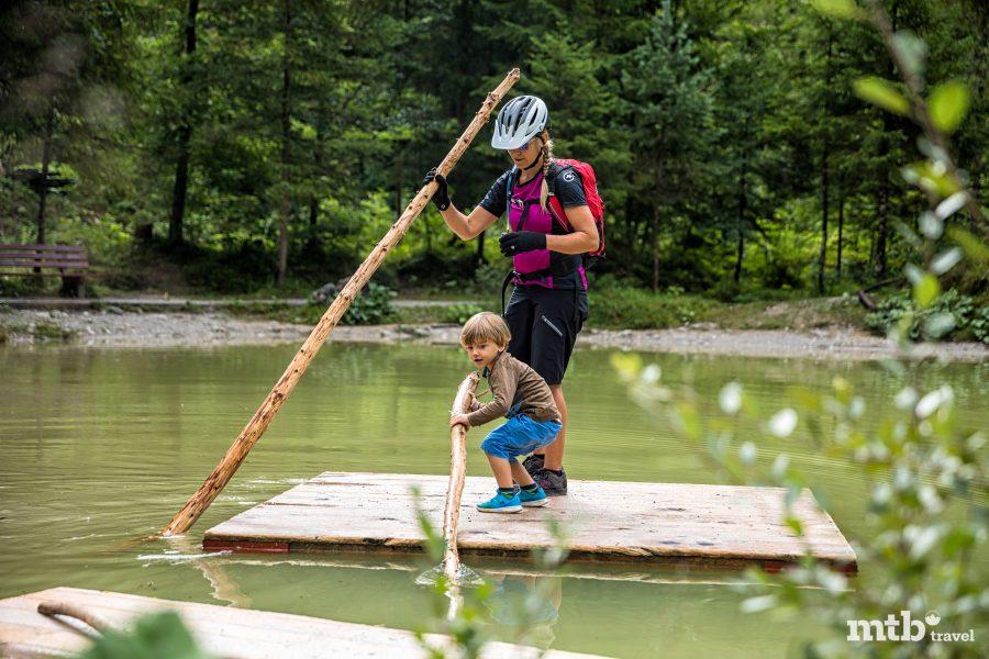 Fahrradfahren mit Kindern im Salzburger Saalachtal - Naturbadegebiet Vorderkaser