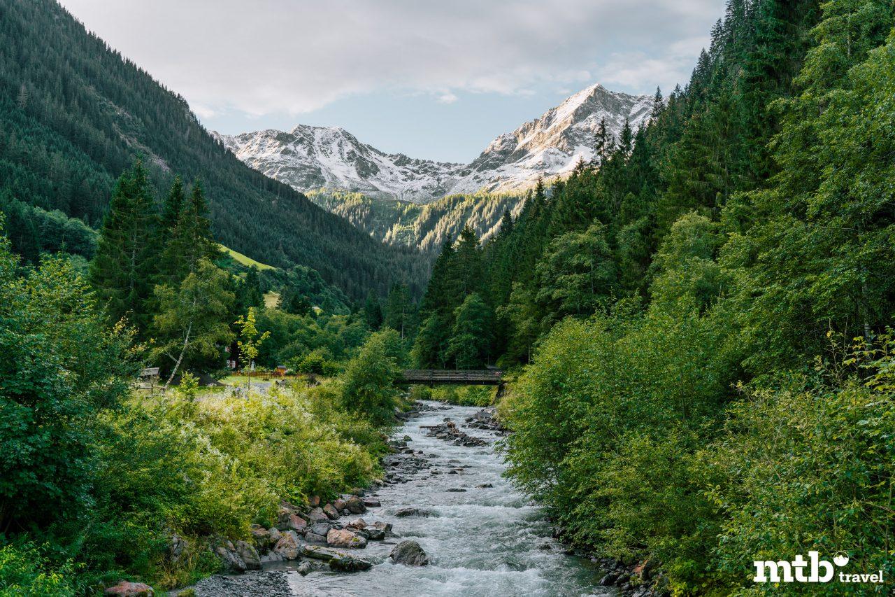Bike Urlaub im Montafon Berg Fluss