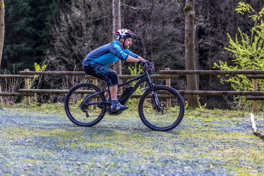 Fahrtechnik Basics für E Mountainbiker Körper dynamisch