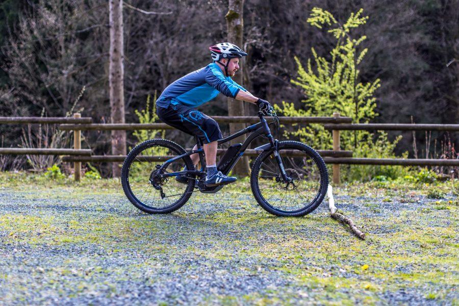 Fahrtechnik Basics für E Mountainbiker Stellung halten