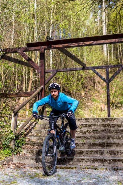 Fahrtechnik Basics für E Mountainbiker abfedern