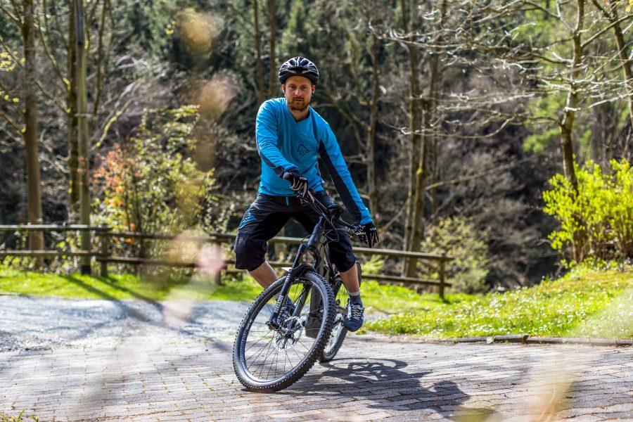 Fahrtechnik Basics für E Mountainbiker aktives Ausgleichen