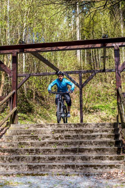 Fahrtechnik Basics für E Mountainbiker tiefe zentrale Haltung